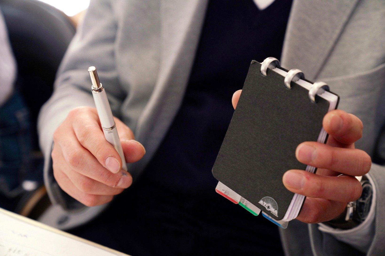 1日やることを書き出すATOMAのメモ帳とパイロット「キャップレス」の組み合わせ。
