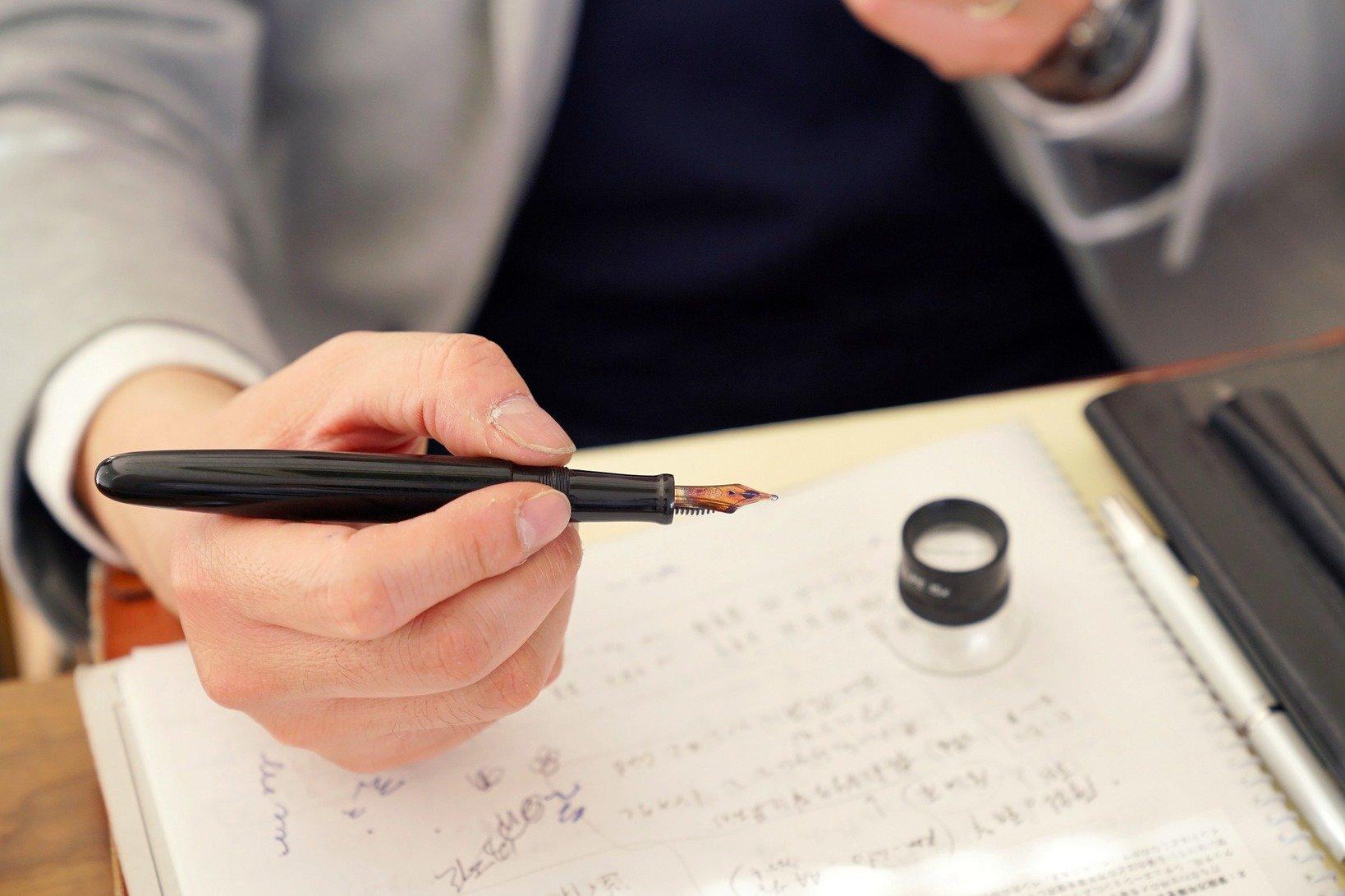 土橋さんは試し書きの段階でその書き味にうっとりしたという。