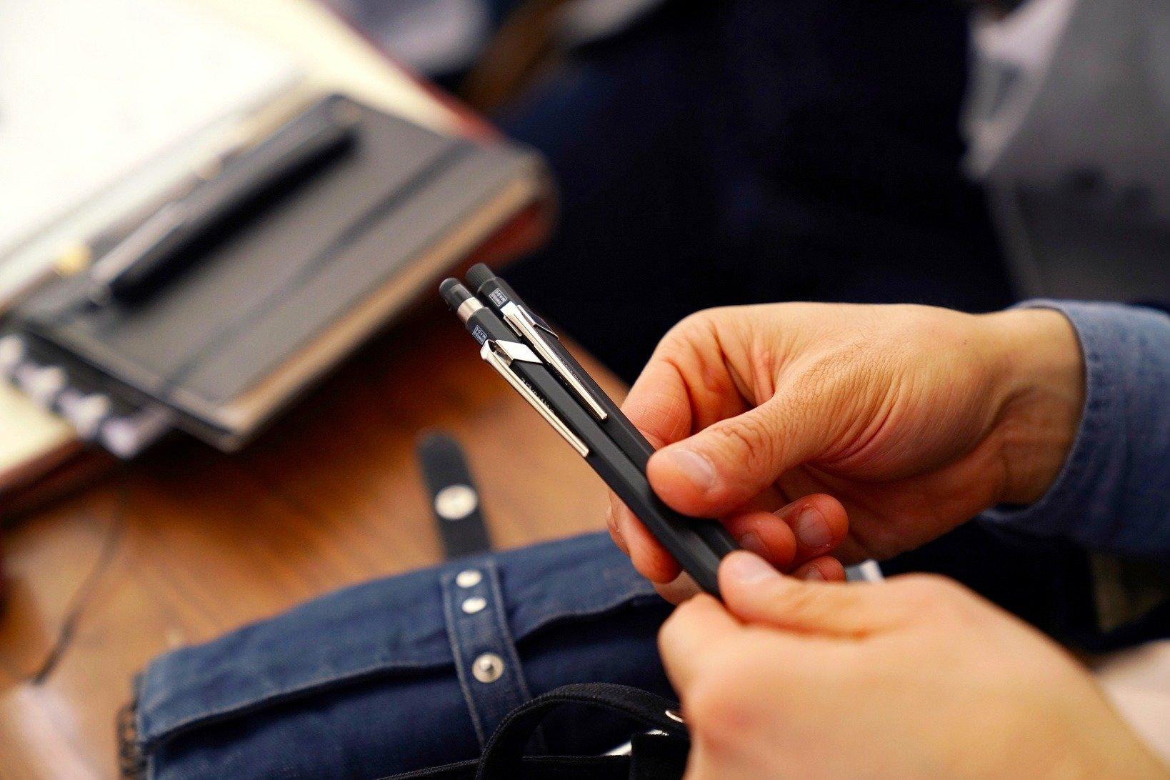 カランダッシュの849シリーズ。飯野さんはペンシルとボールペンをセットで使用。