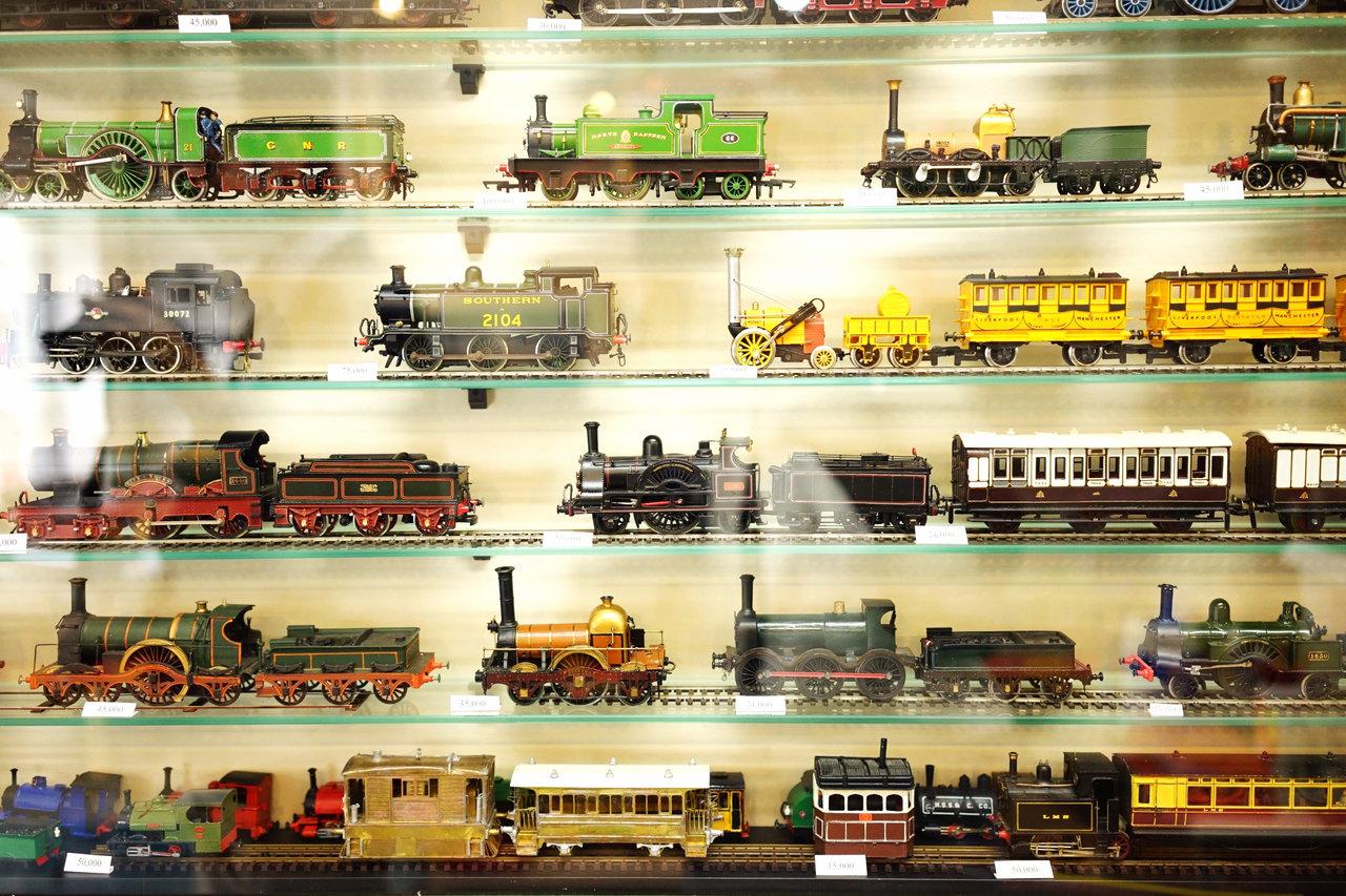 各地に保存鉄道が点在しており、日常の中に蒸気機関車が生き残っている英国。それもあってか英国で発売される鉄道模型の約7割が蒸気機関車だそう。