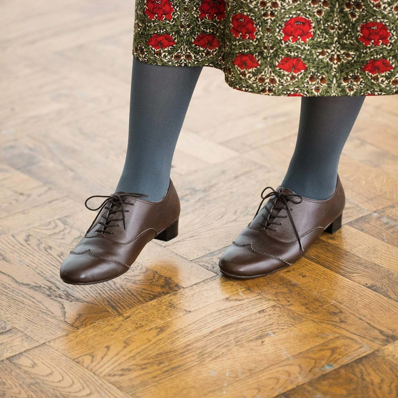 細身フォルムとほどよいヒール高で、スカートとの相性は抜群。パンツと合わせてマニッシュに履くのも素敵です。