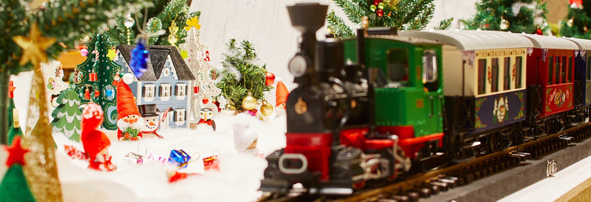 期間限定展示! 雪景色の中を駆け抜ける、マンダリンオリエンタル東京のクリスマス鉄道模型ディスプレイ。_image