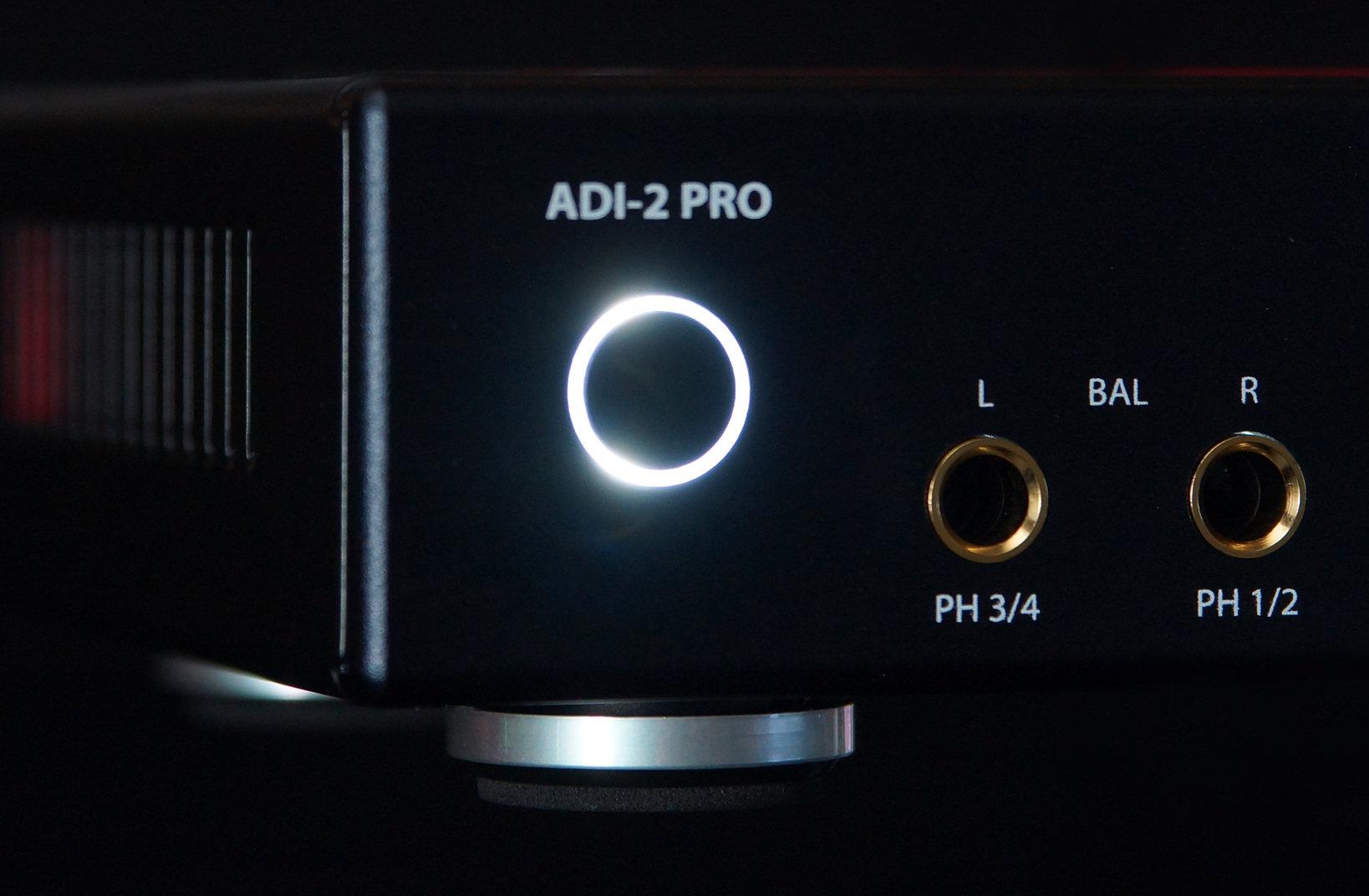 ・シルバーモデルのADI-2 Proは、ヘッドフォン端子のみ金メッキ仕様となっていますが、「ADI-2 Pro Anniversary Edition」では、背面のTSポートも同様に金メッキ仕様へと変更。