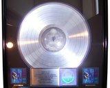 Gnr illusion2 platinum disc front