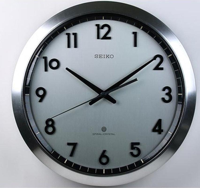 世界初のクオーツ掛時計