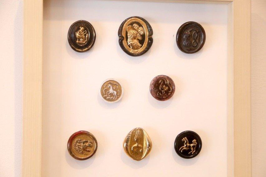 1940年、イギリスに設立されたビミニ社のガラスボタン。同時期のガラスボタンとは一線を画した芸術性の高いボタンが生み出されていたことから人気が高い。