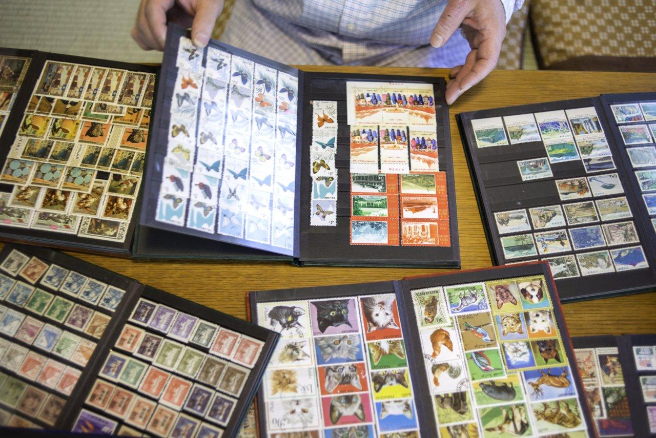 岡田さんが収集していた当時、外国の切手は数枚ランダムに組み合わされて、1セットだいたい10円〜30円ほどで販売されていたという。それを月100円もらっていたお小遣いから買っていたそう。