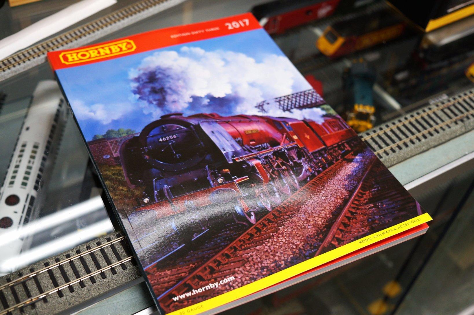 HORNBYの2017年カタログ。もちろん英語表記だが、製品一覧だけでなく、実車についての歴史なども知ることができる。読み物としてもオススメである。