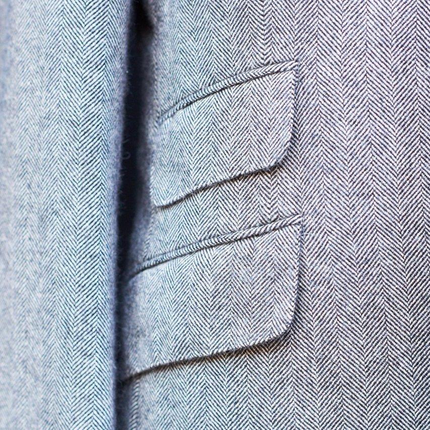 スラント(傾斜した)のチェンジポケット。