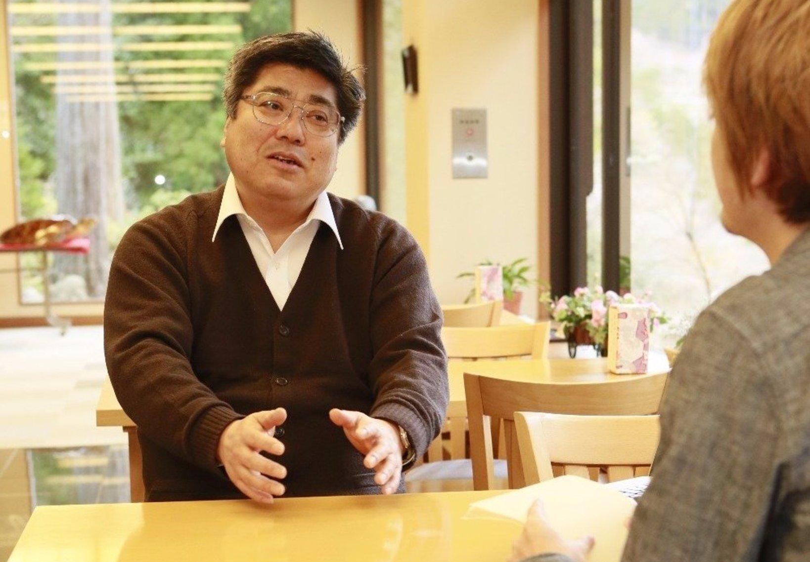 インタビューに答えてもらう、館長の小澤さん