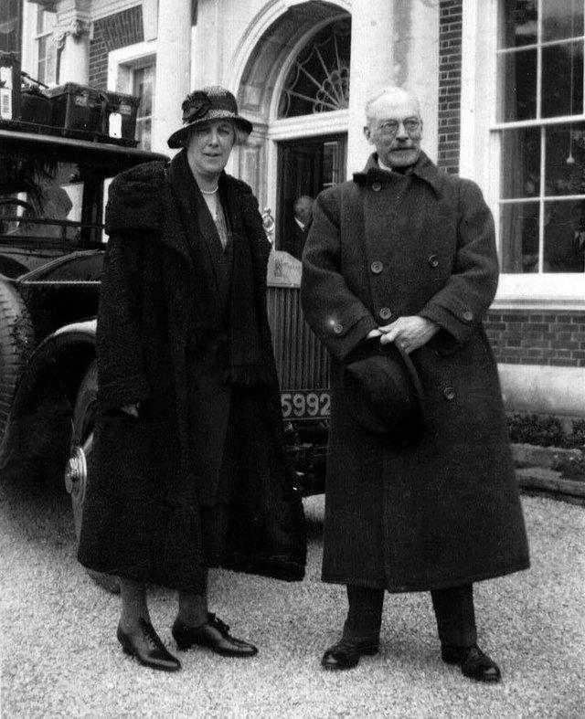 """ワイズ夫妻 1929年撮影 出典:<a href=""""http://www.coppedhalltrust.org.uk/"""">COPPED HALL TRUST</a>"""