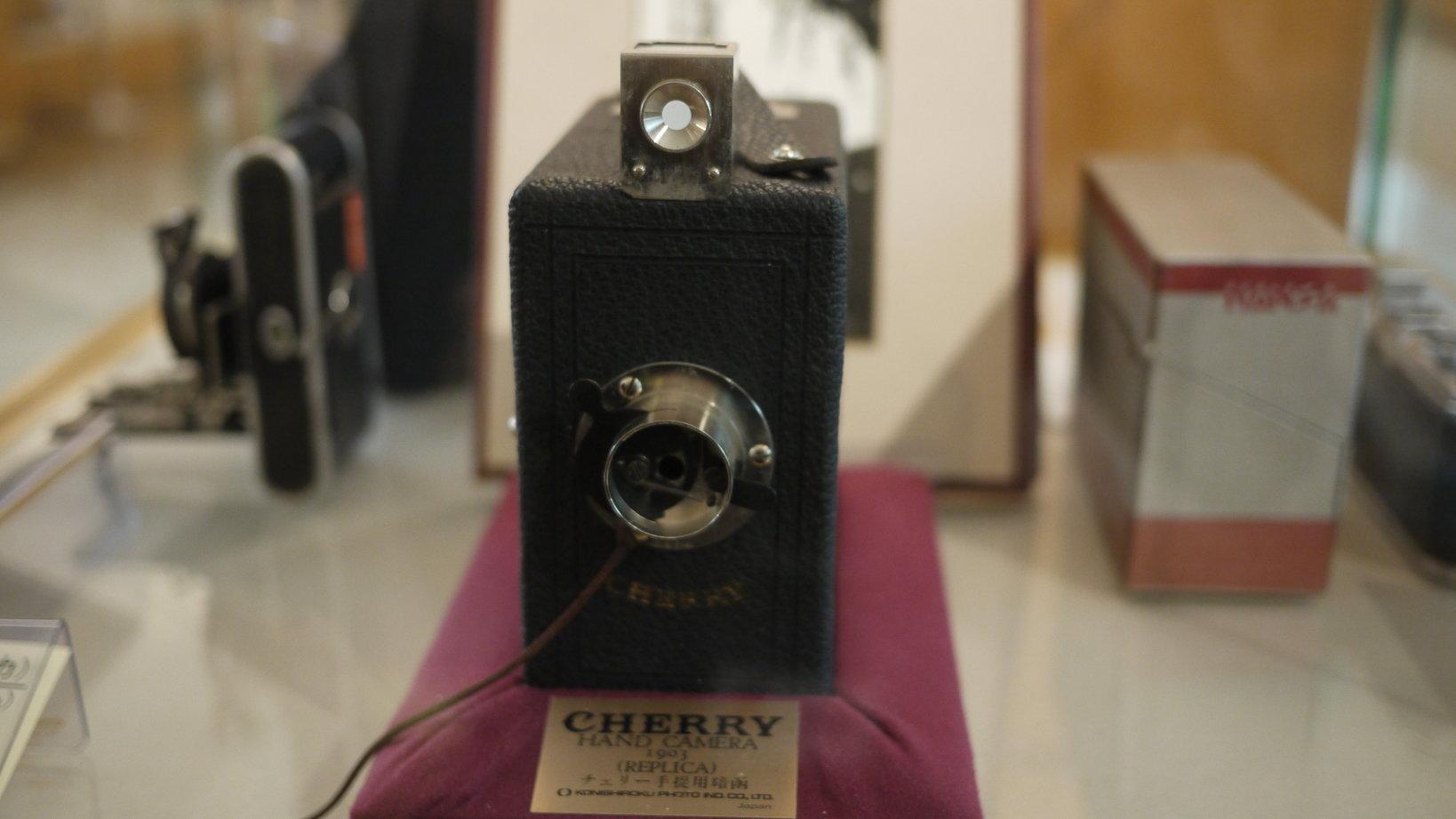 国産で初めてアマチュア向けに量産された「チェリー手提暗函」
