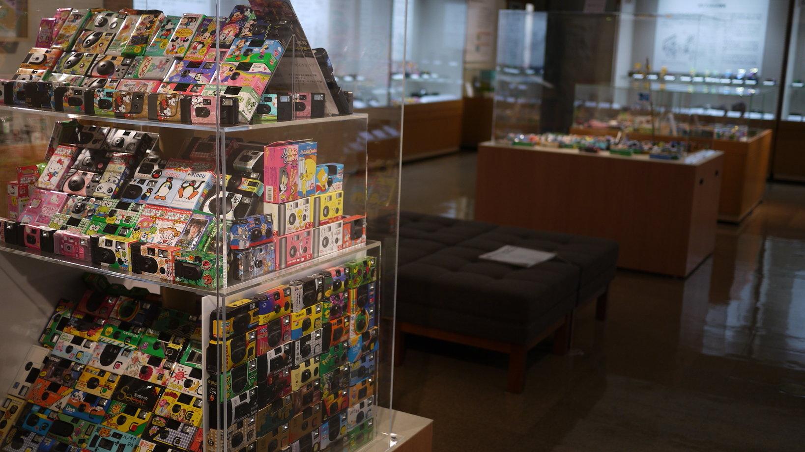 2014年に開催された「レンズ付フィルム展」の展示様子