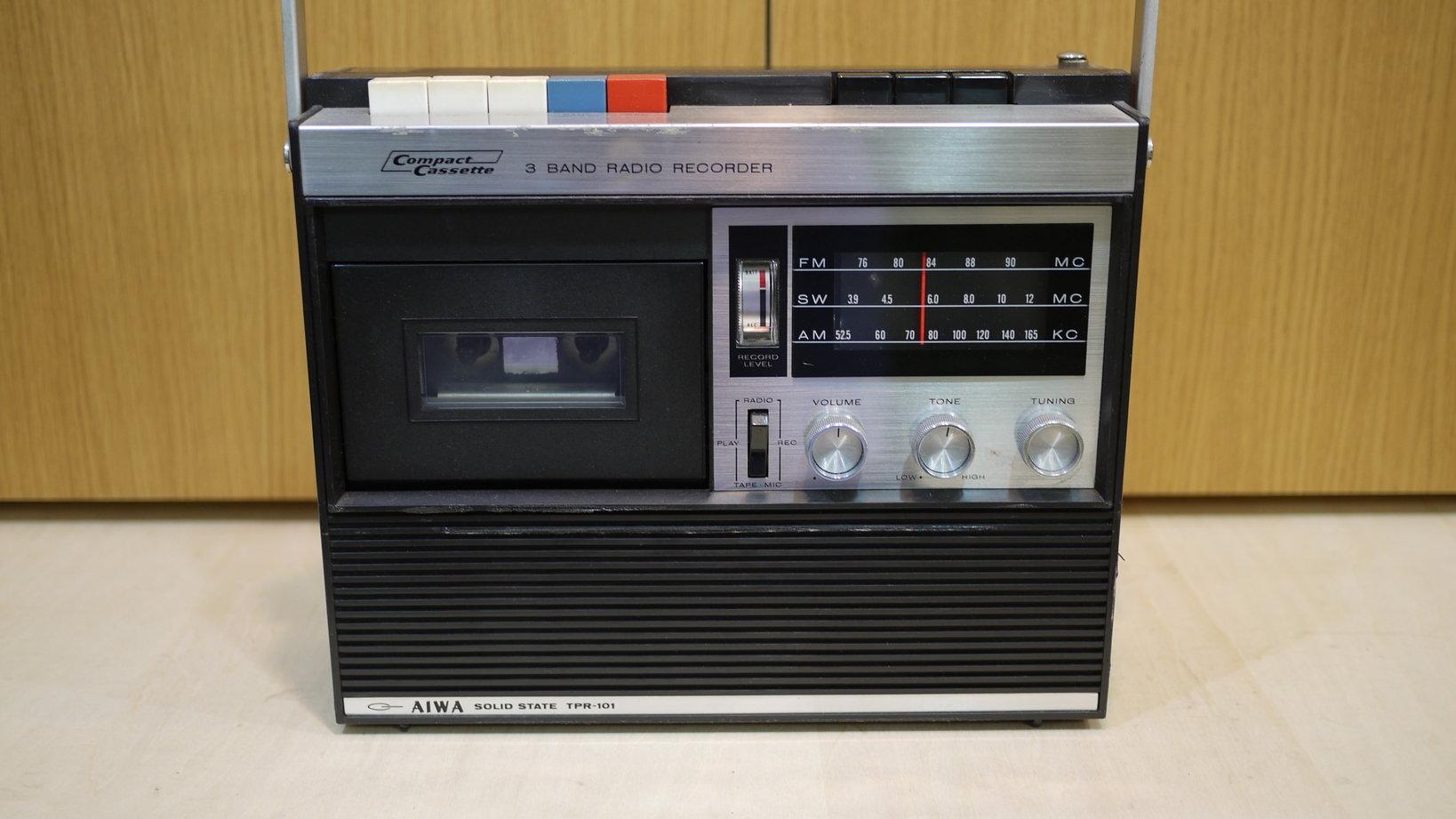 日本で初めて発売されたとされるAIWAのラジカセ