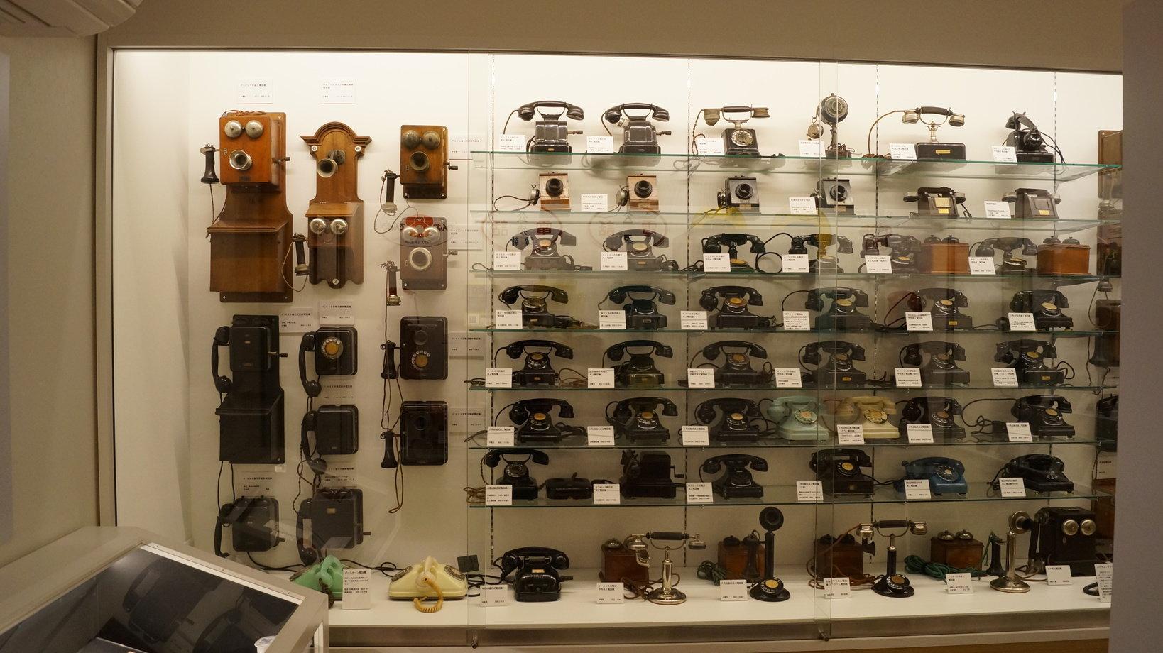 日本でも珍しい私設電話機が数多く展示されている