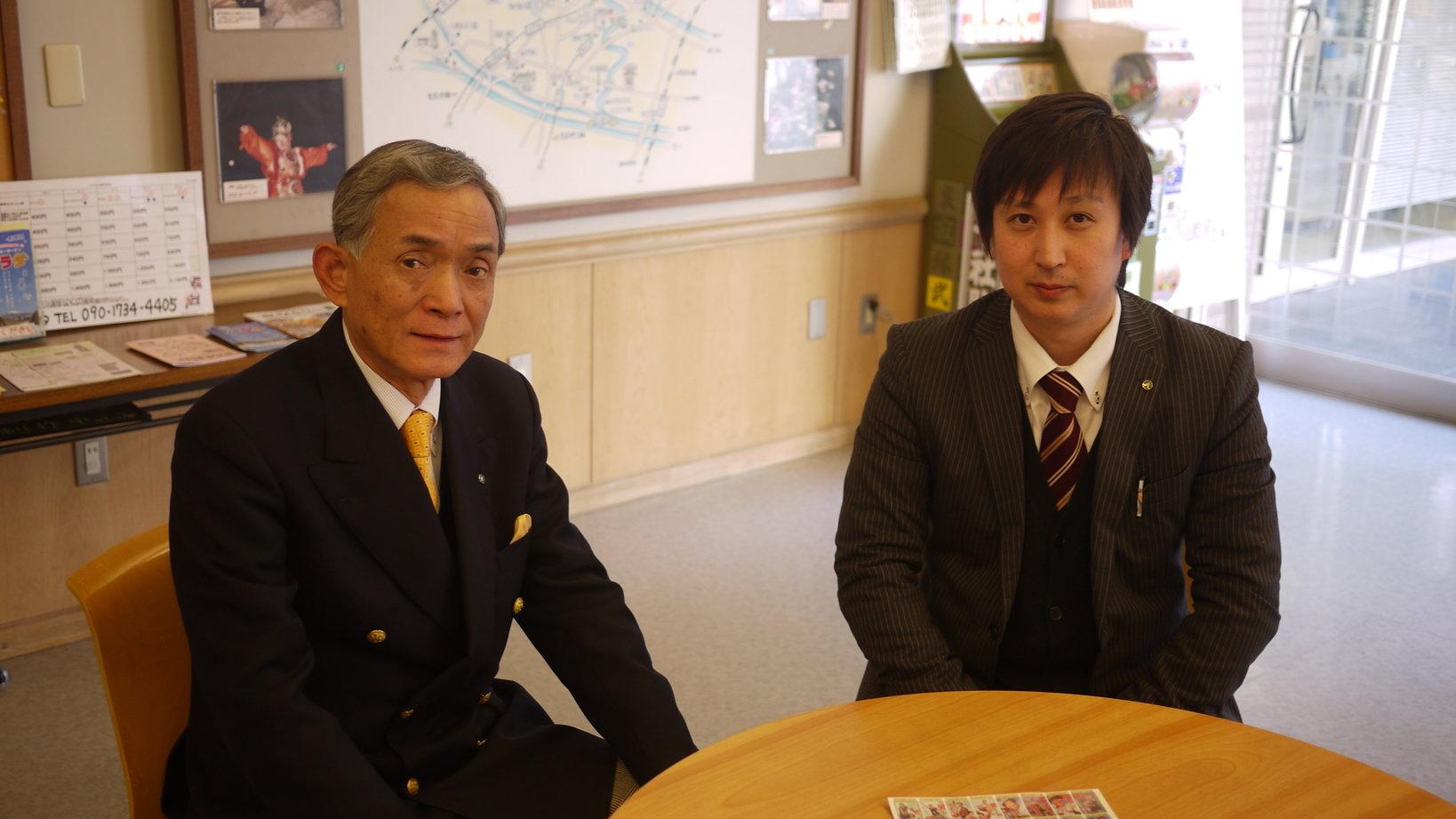 インタビューに答えて頂いた館長の小嶋さん(左)と広報の横山さん。
