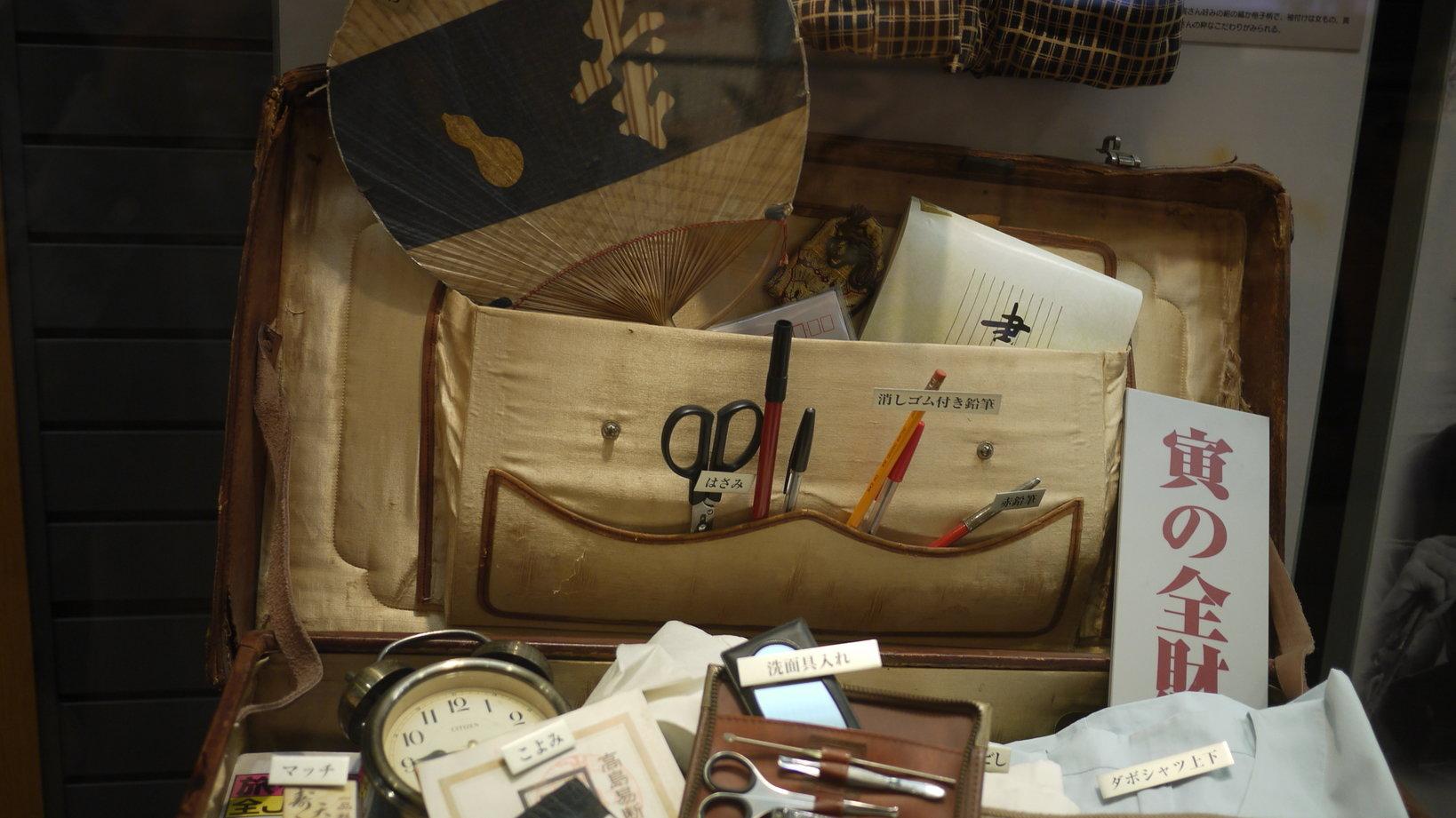 寅さんが旅に出かける時の、荷物の中身を想定したコーナー。