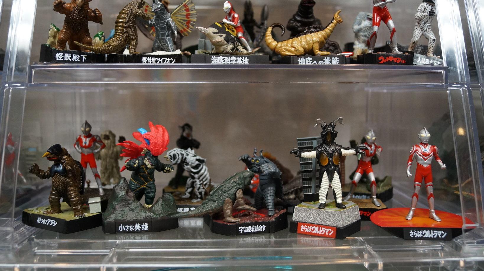 約1000体のフィギュアが展示されています。自分の好みの怪獣を探すのが楽しい