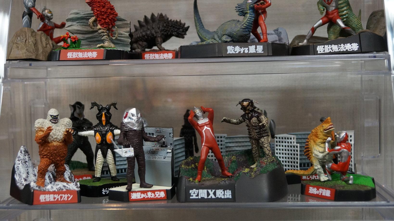 映画やドラマのシーンを再現したジオラマ風の展示が多く、怪獣好きならワクワクします