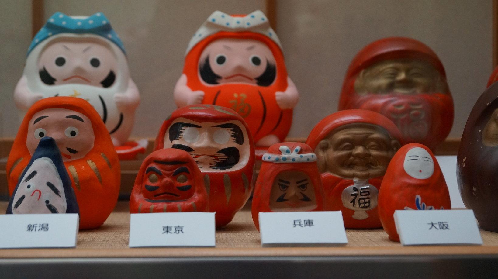 日本各地のオリジナルだるまの貯金箱