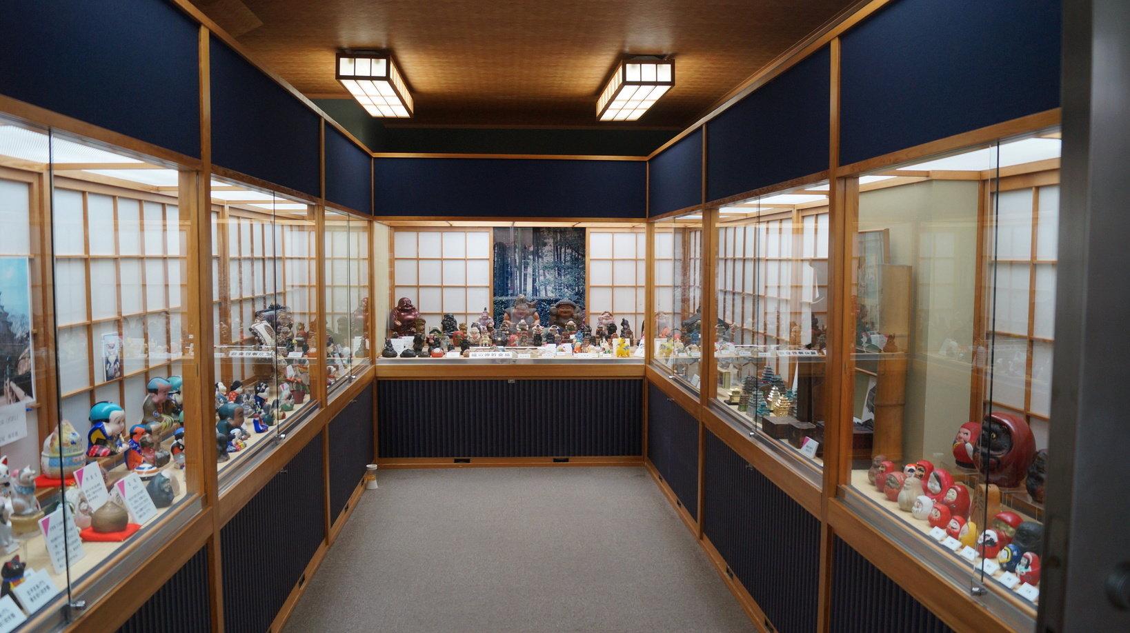 日本の郷土貯金箱が展示されている金庫室。とても綺麗に展示がされているので見やすいです