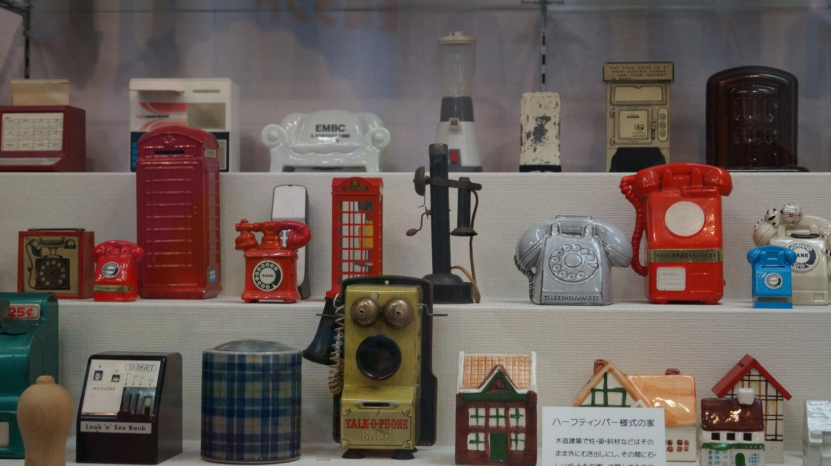 電話の形をした貯金箱