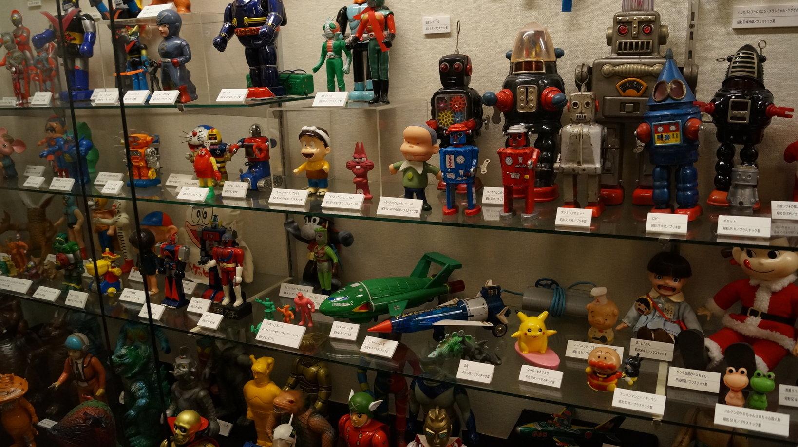 2号館のキャラクター物の玩具。近年ではオークションで高値が付いて、入手するのが難しいそうです