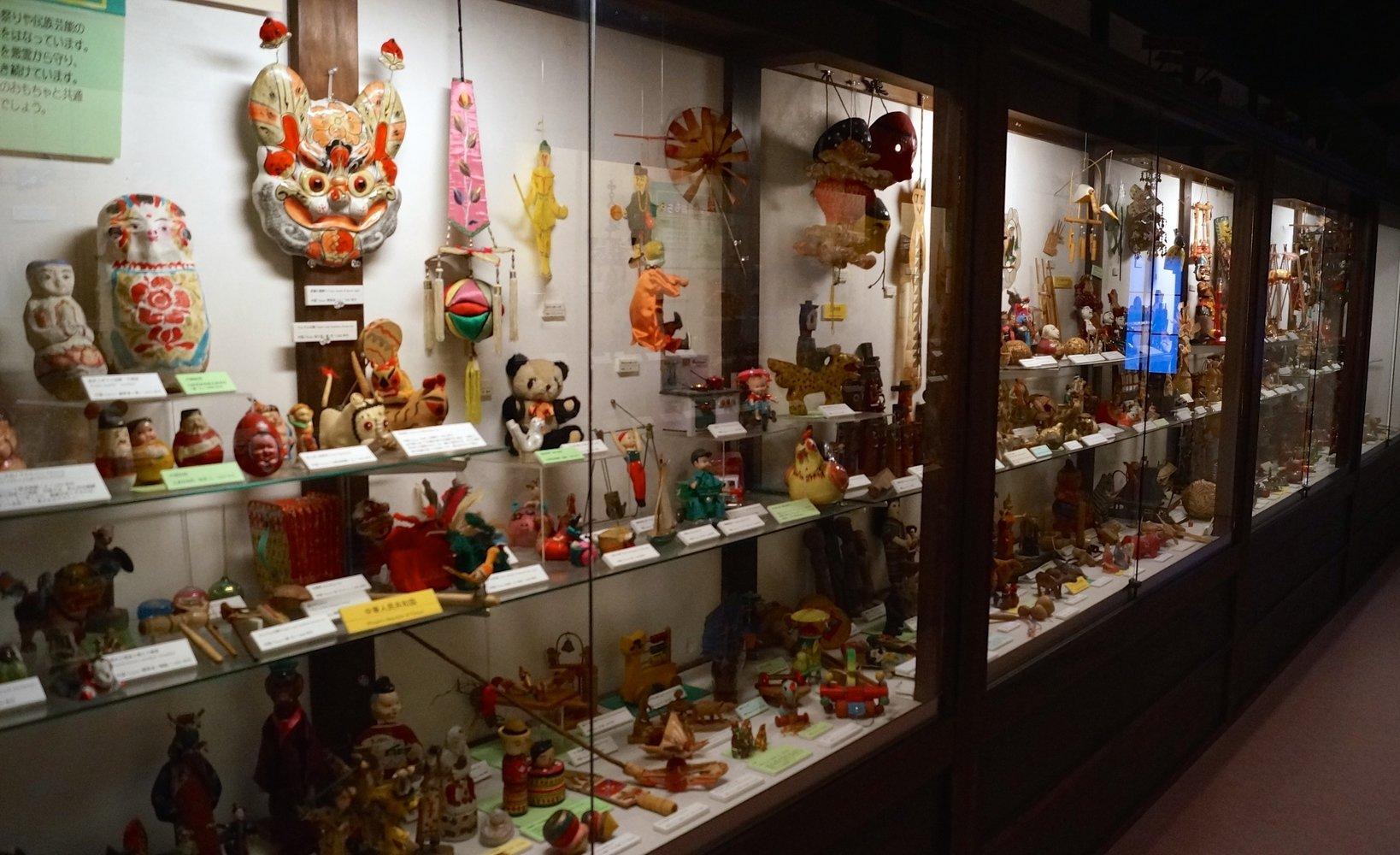 4号館は日本だけでなく、2階で世界の国別に分けて玩具を展示しています。各国の玩具の特徴を比較が出来ます