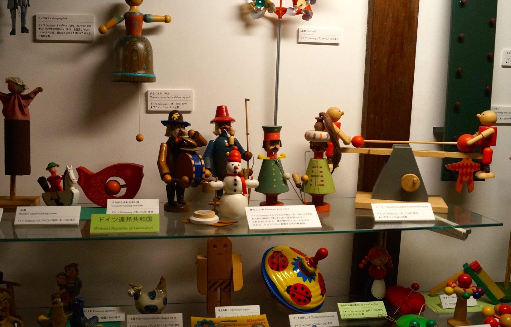 ドイツの玩具は、木製で暖かみを感じる物が多いです