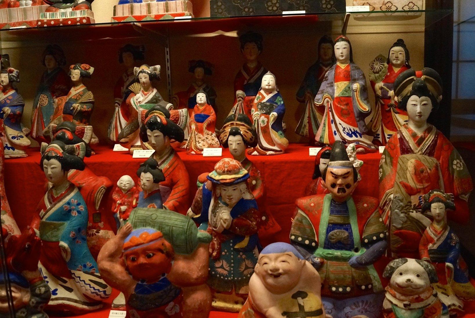 井上さんが一軒一軒回り入手した「三次の土人形」
