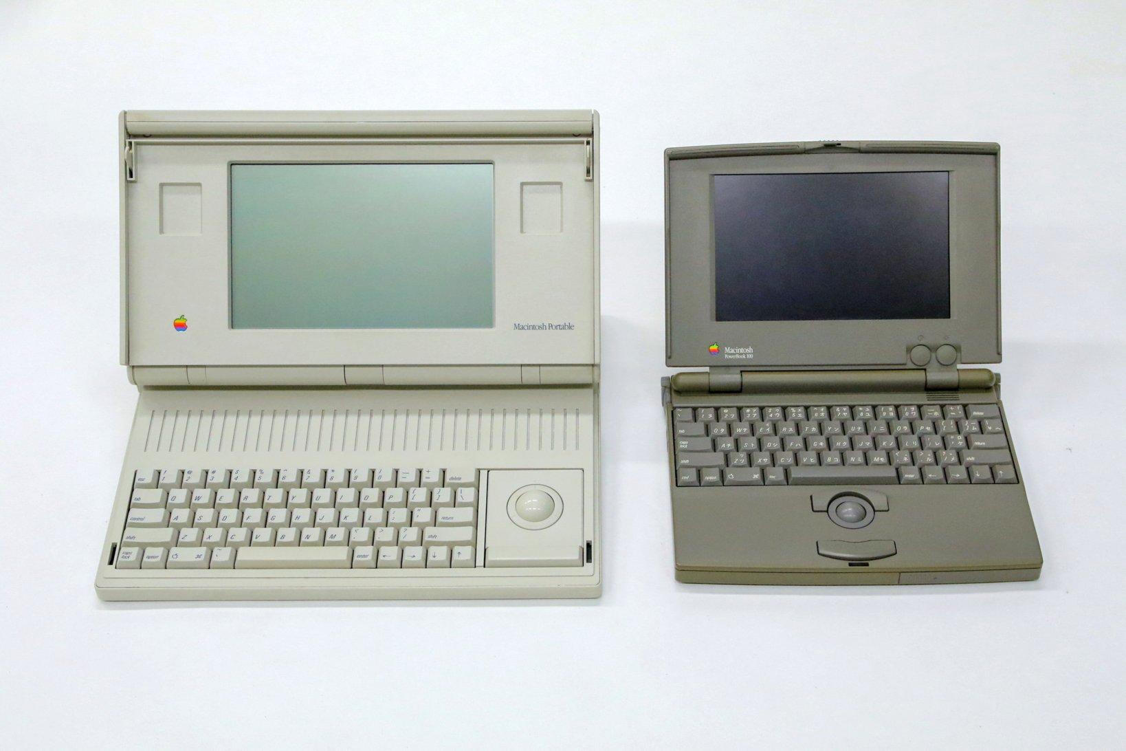 Macintosh Portable(左)のトラックボールは10キーと交換可能で、利き腕に合わせてキーボードと左右を入れ替えることもできる。トラックボールがセンター配置のPowerBook 100は、その後のノートPCデザインの原型となった。