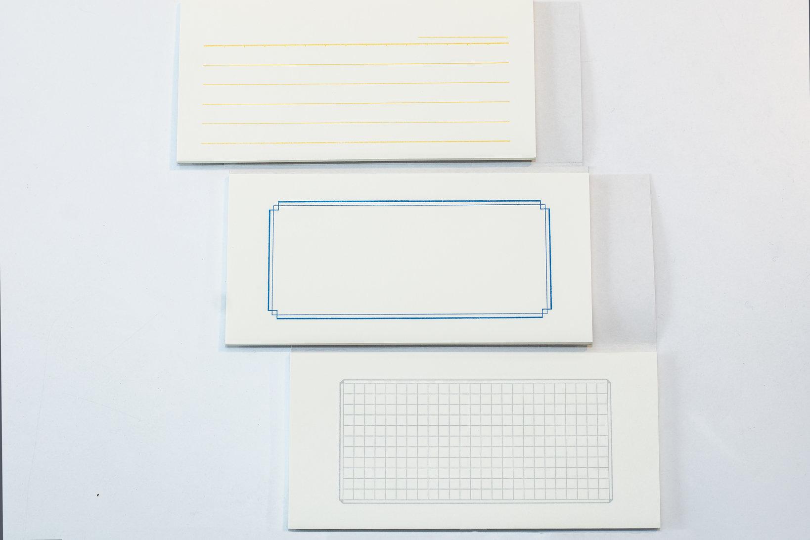 中の罫線は、「Section」は書く時に邪魔にならない薄いグレーの方眼。「Ruled」の横罫は、個性的なイエロー。「Plain」は、ブルーの飾り罫。2014年に発売された「Frame」は、先の3種類より少し多めに書ける。