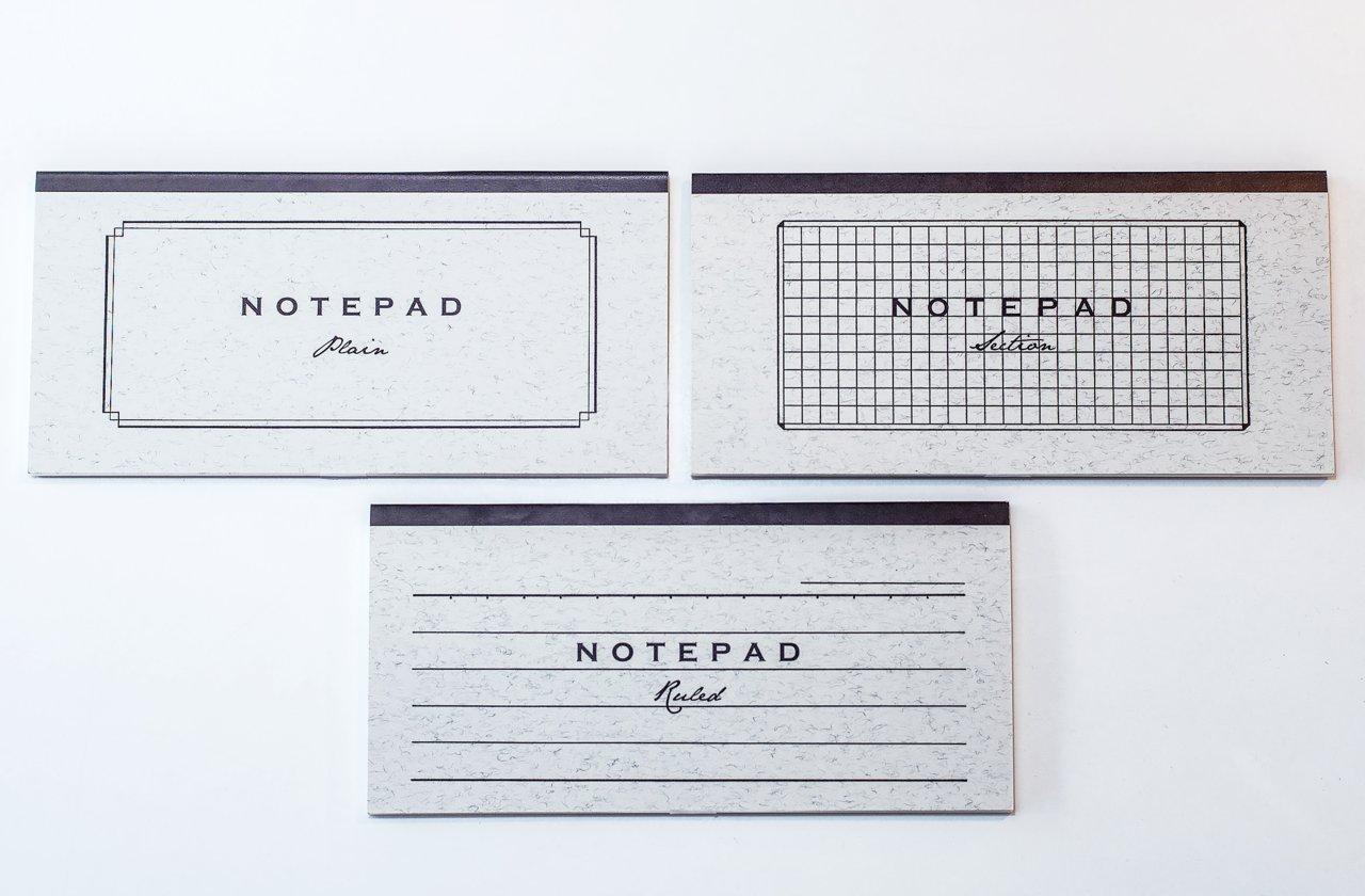 NOTEPAD 一筆箋。2011年発売。W175mm×H84mm。表紙は毛入り紙のオフセット印刷。中紙は30枚。クリームフールス紙に、活版印刷で罫線が入っている。486円(税込)
