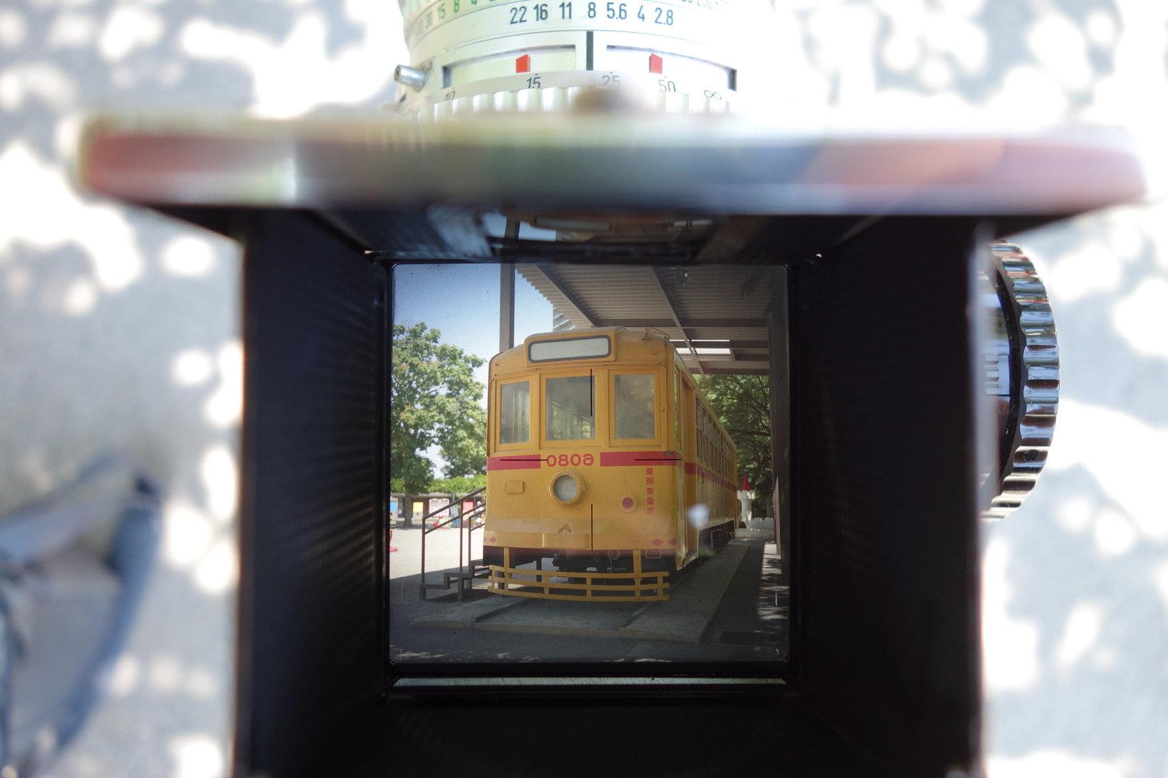 昭和47年に撮影した6000型は現在、桜の名所飛鳥山公園に鎮座している。『HASSELBLAD 500C』のファインダーから覗くと当時の音まで聞こえてくる。