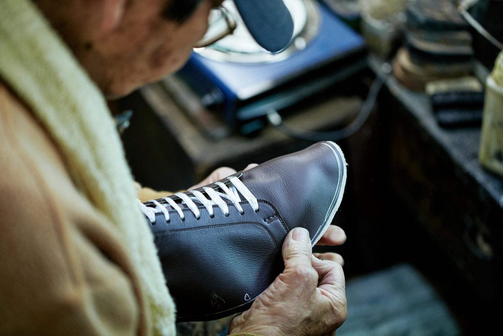 OEMでは、最近はこのようなスニーカー的要素の入った紳士靴も製造するようになった。とは言え注ぎ込まれている技術には変更や省略は一切ない。