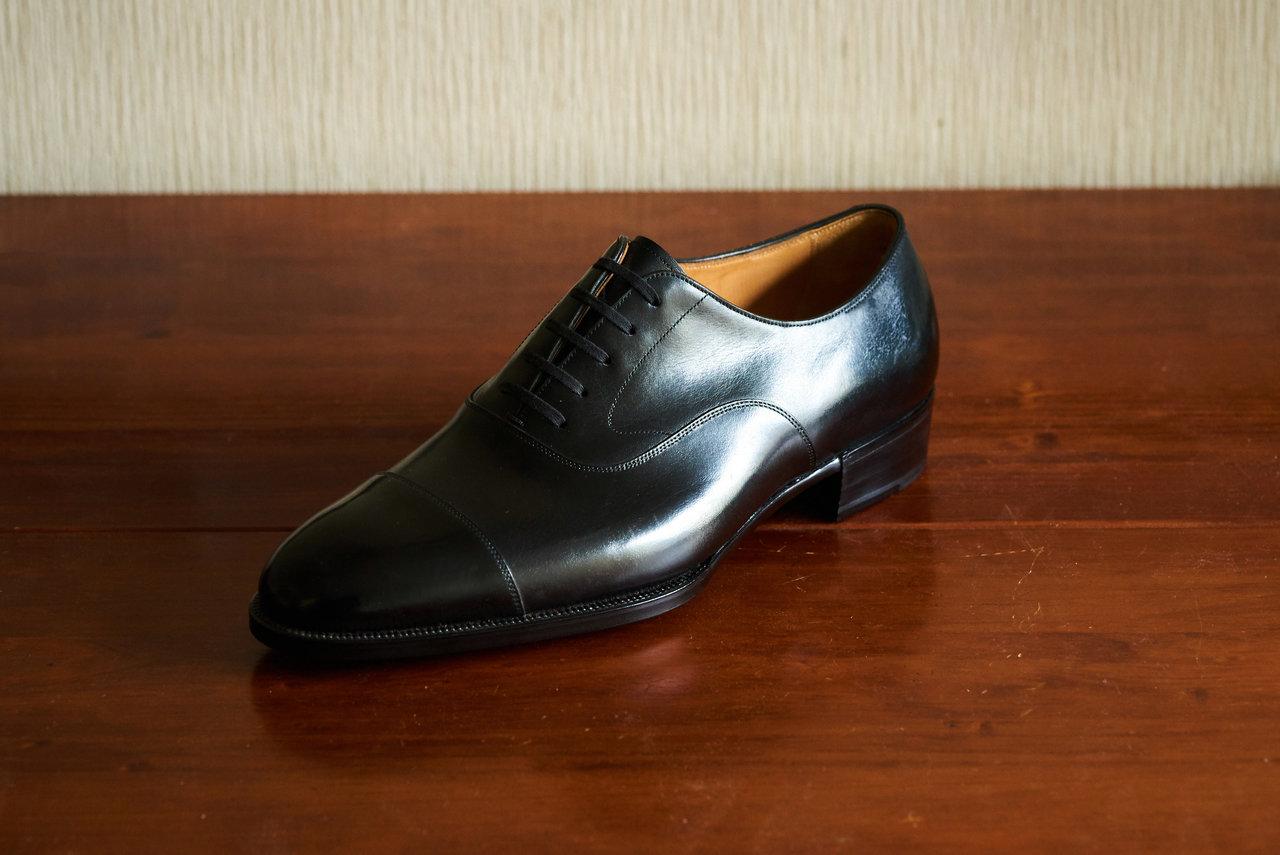 パターンメイドの作品例。この靴の底付けは出し縫いまで手縫いのハンドソーン・ウェルテッド製法十分仕立てだからか、表情の精悍さが際立っている。