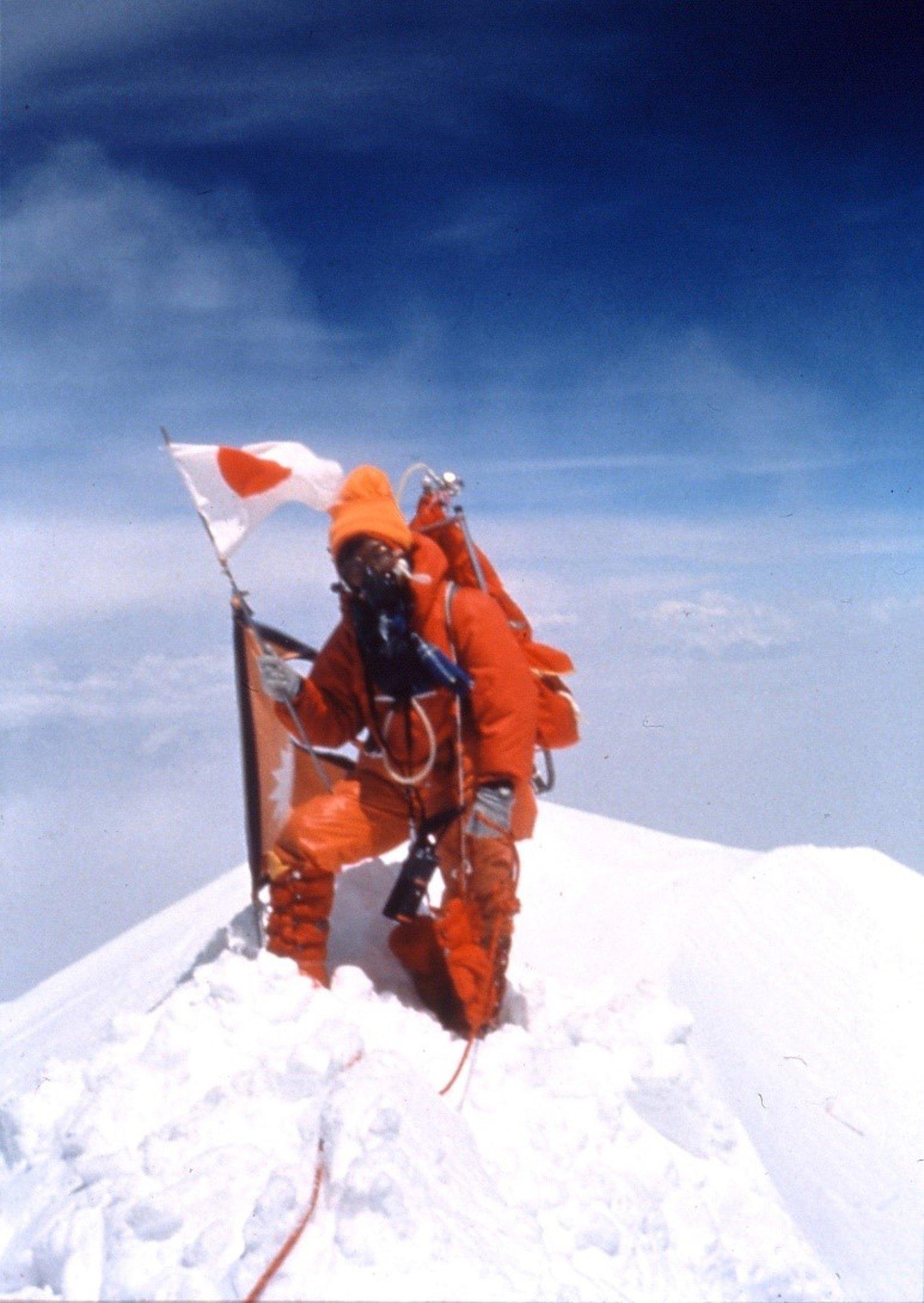 田部井淳子氏、エベレスト山頂にて。(写真提供:女子登攀クラブ)