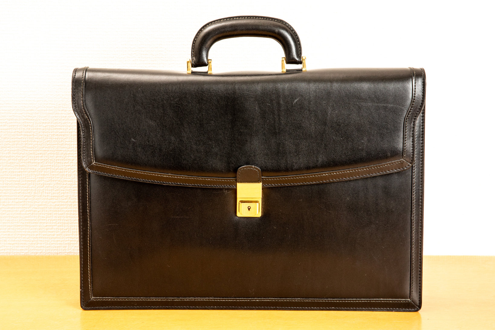 アスコリのブリーフケース。銀座の和光で購入したもの。ふっくらとしたデザインが特徴。