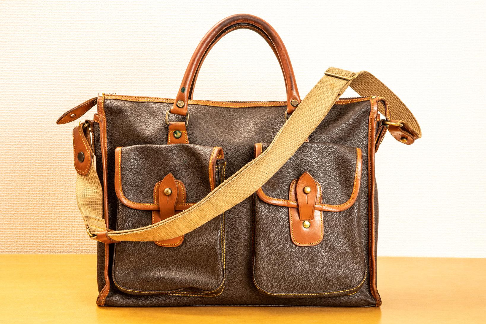 テイジンメンズショップで販売されていた、吉田カバン製のビジネスバッグ。PVC素材で作られているので耐久性は高い。