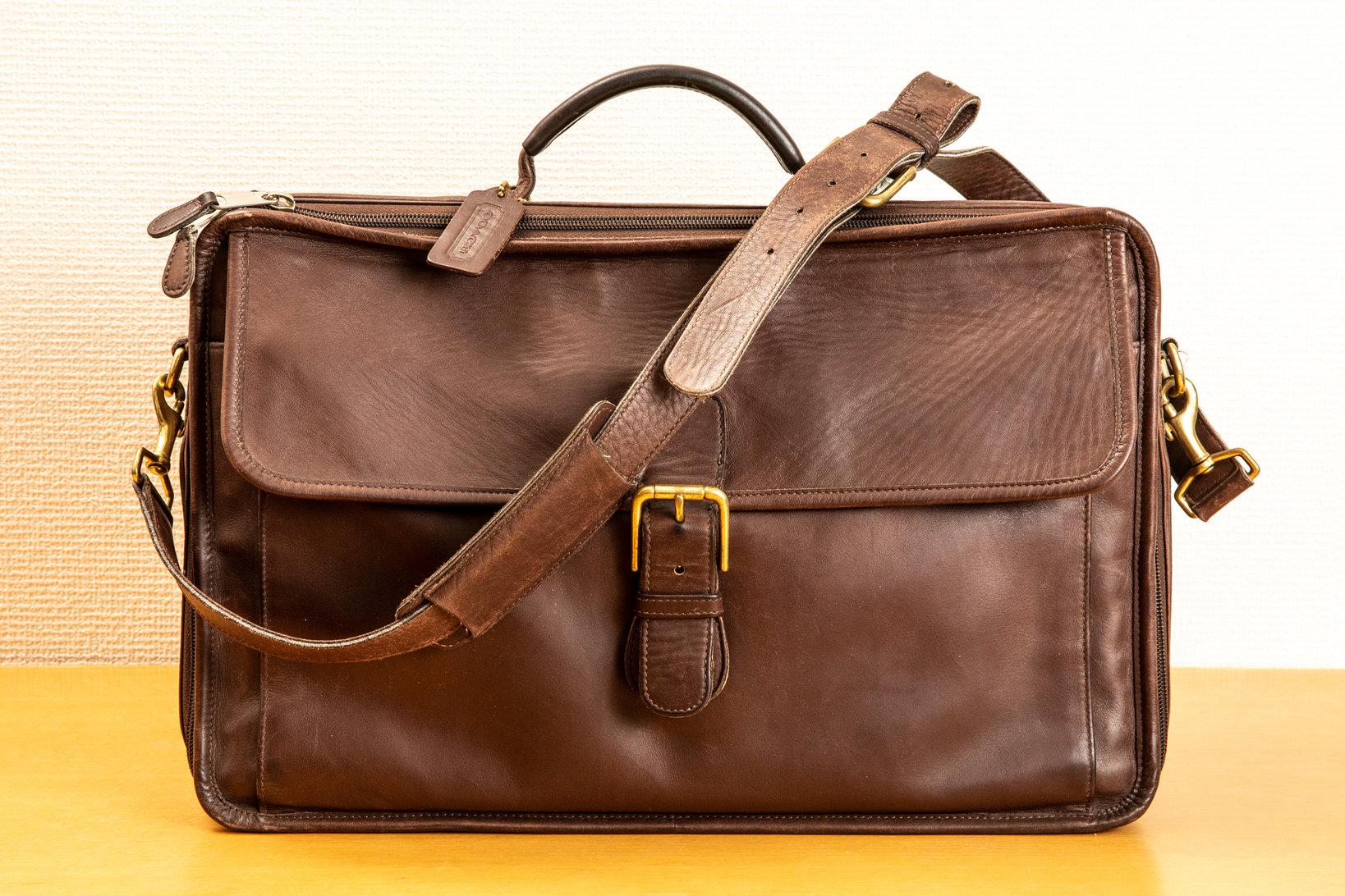 コーチの鞄。「重いんですけど、容量が大きいので書類を運ぶのに重宝しました」と成松。