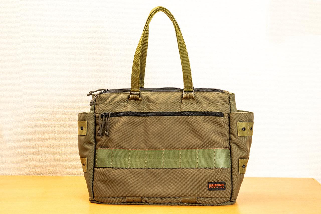 春夏に愛用している、ブリーフィングの鞄。バリスティックナイロンを使用しており、いうまでもなくタフ。