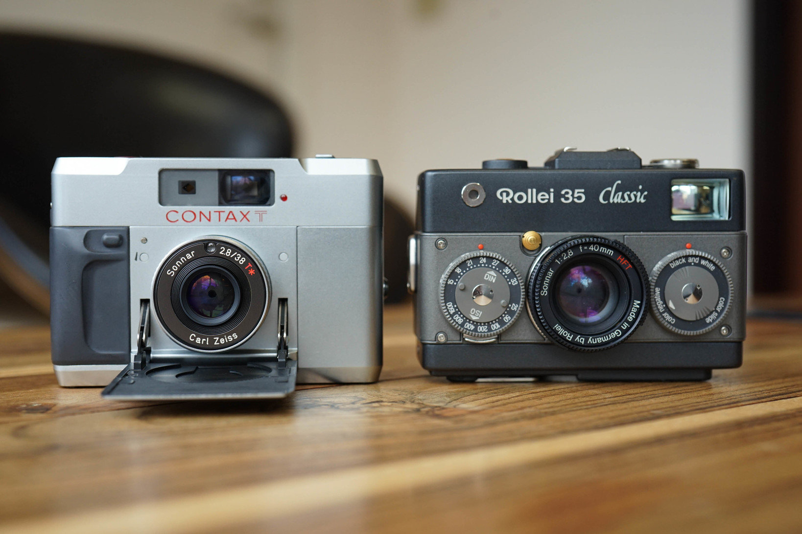 コンタックスT(左)とローライ35(右)