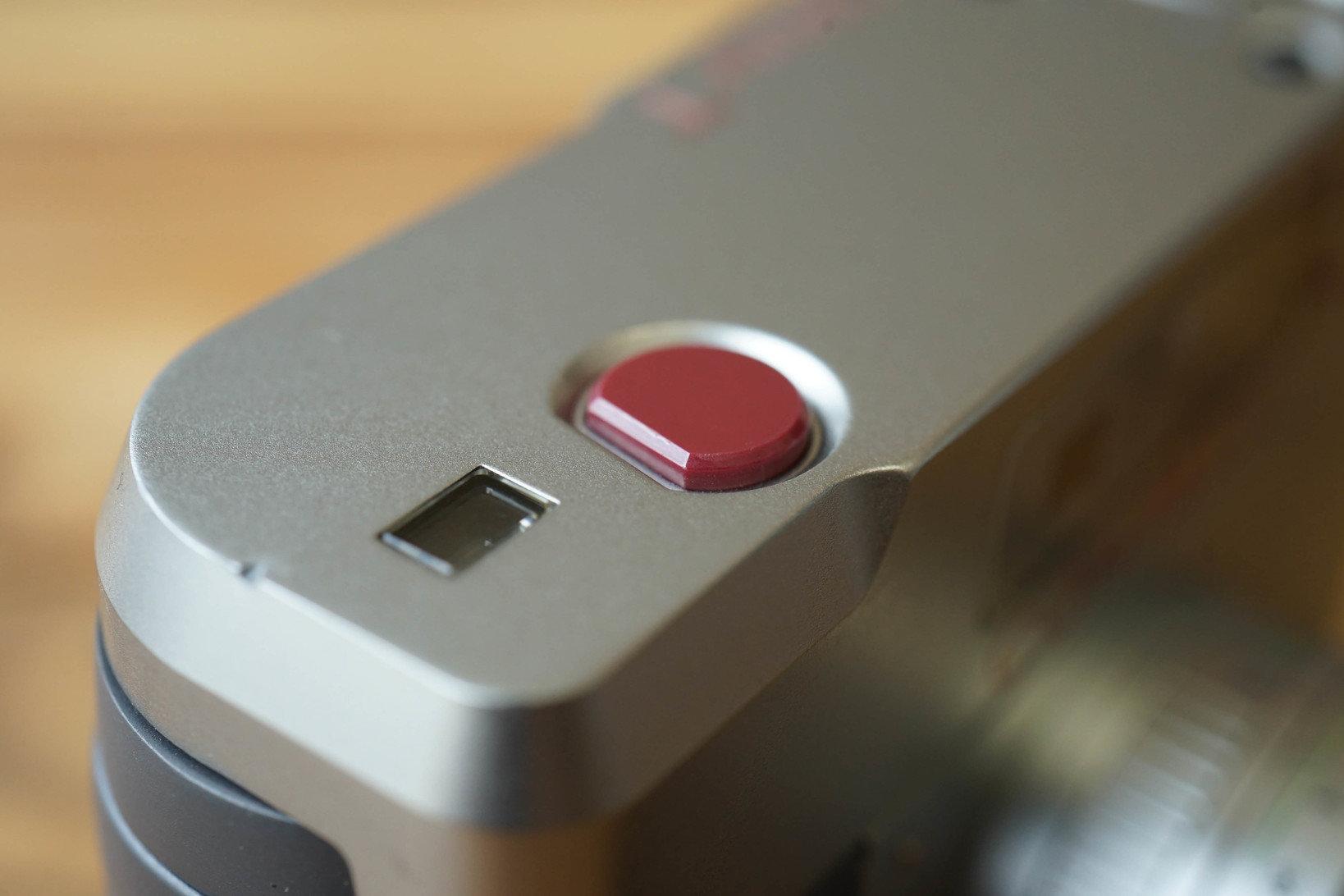 シャッターレリーフに使われている多結晶サファイア