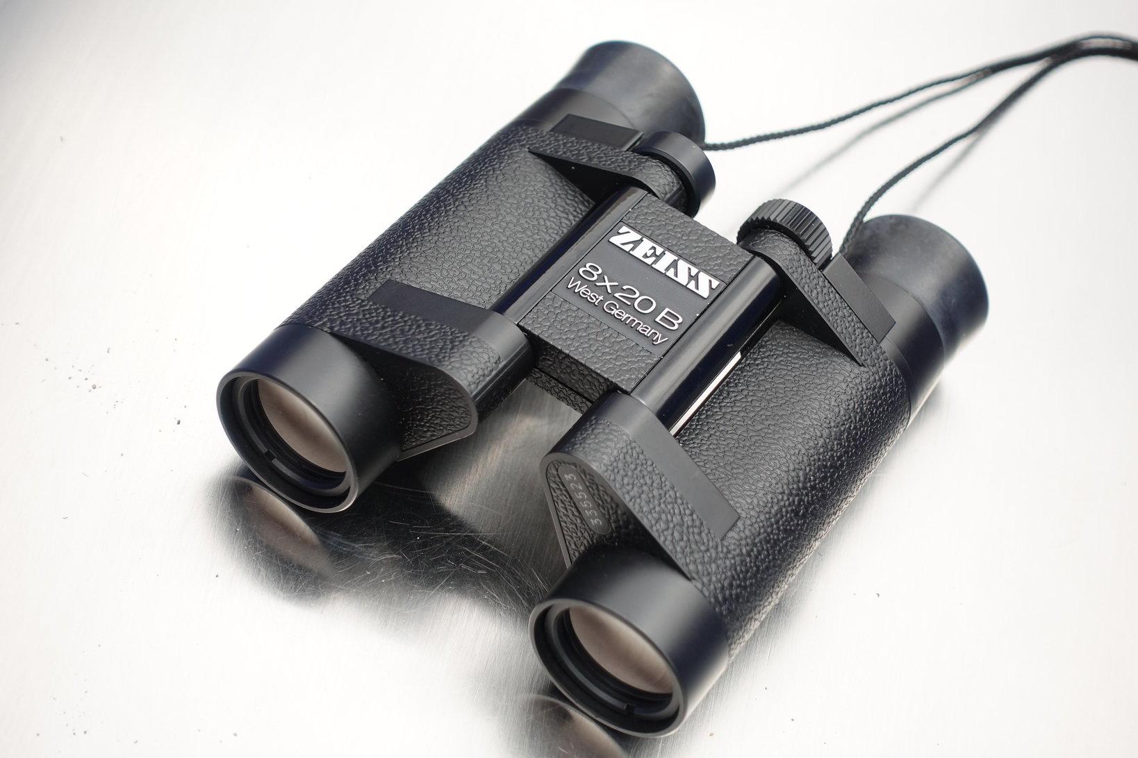 1991年のメキシコでの皆既日食のために購入した『ZEISS 8×20B』。四半世紀以上使ってもビクともしない堅牢さと優れたデザイン。今でも覗く度に感動を与えてくれる。
