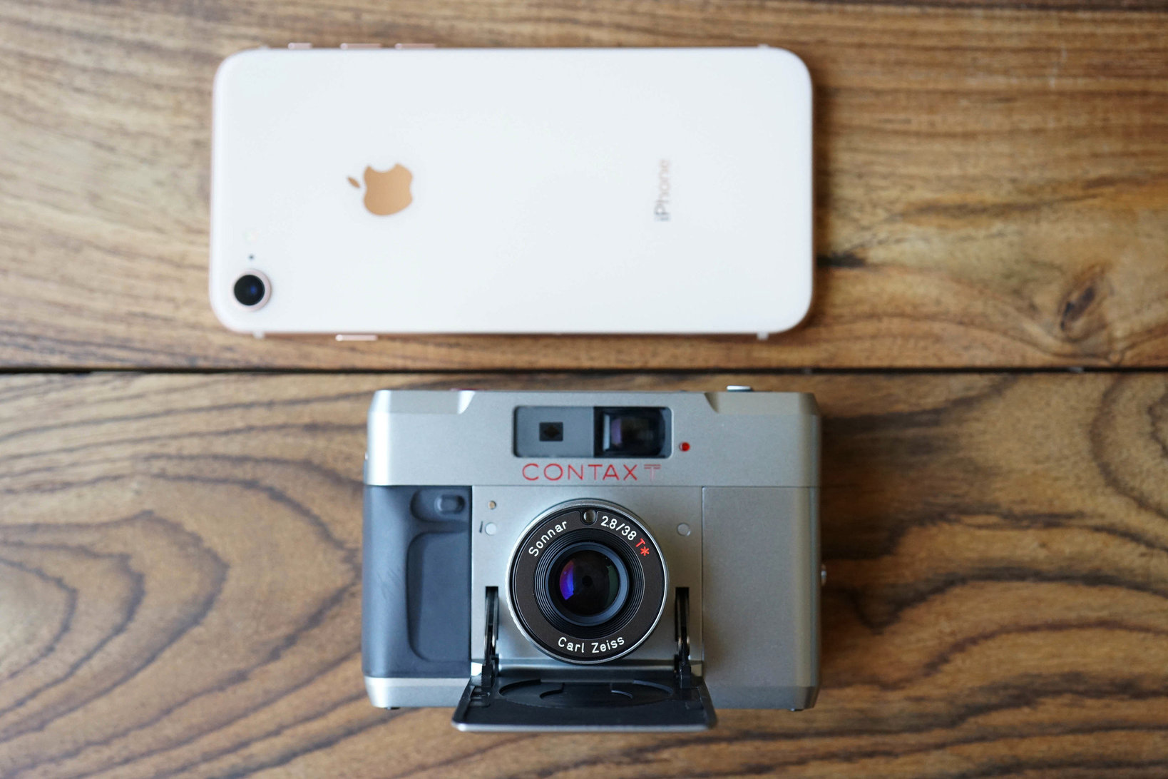 コンタックスTとiphone8のサイズ比較