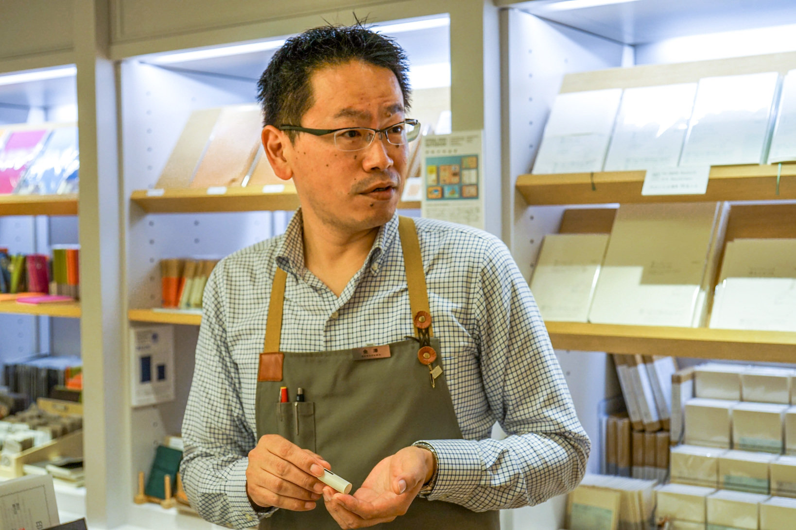 K.Itoyaで印章担当として勤務する金澤さん。