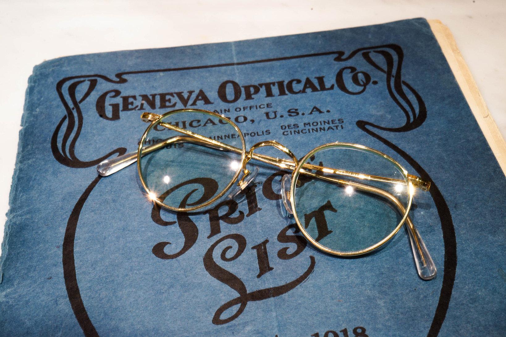 1900年代初頭の金張りフレームのメガネ。提供:ソラックザーデ