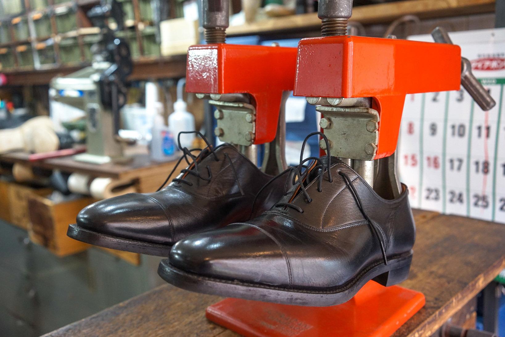 Shoes box尾山台店で使用しているストレッチャー。時間をかけてのばしていく。