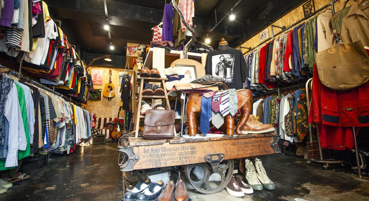 """お店の内装はすべてDIY。""""個人商店""""の魅力を発信し続ける十条の古着屋「PEG」_image"""