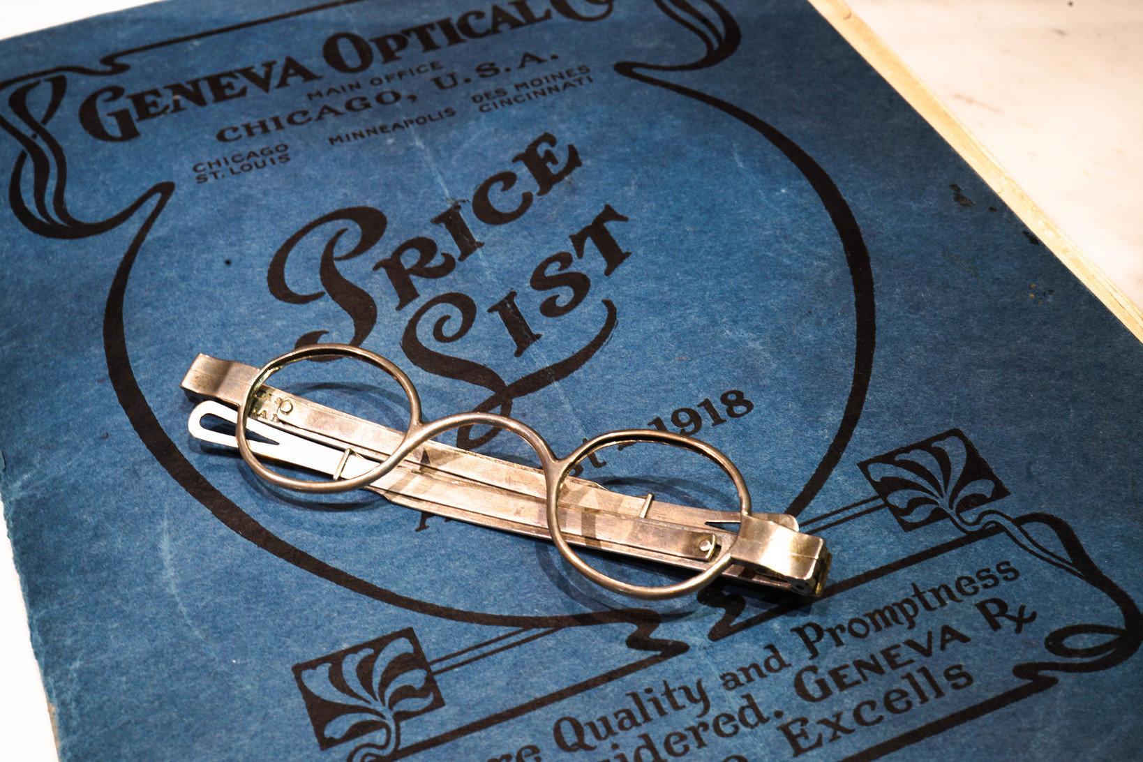 1800年代の銀無垢フレームのメガネ